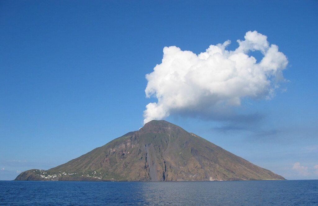 Stromboli sistema di allertamento eruzioni violente vulcani
